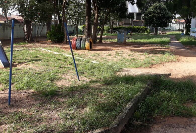 Vereador Sergio Rocha pede melhorias e manutenção das escolas municipais