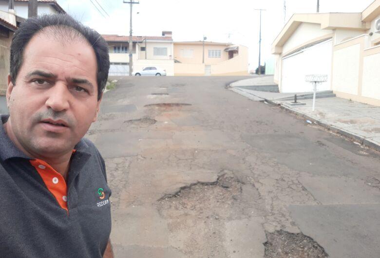 Sérgio Rocha solicita serviço de recape no bairro Vila Costa do Sol