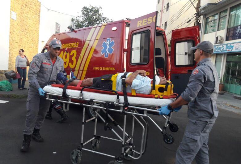 Colisão entre carro e moto deixa um ferido na região central