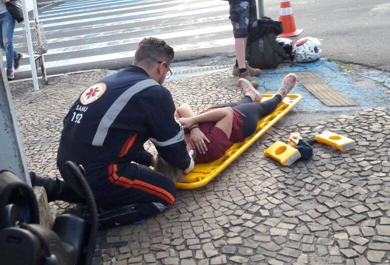 Colisão entre motos deixa mulher ferida no Centro