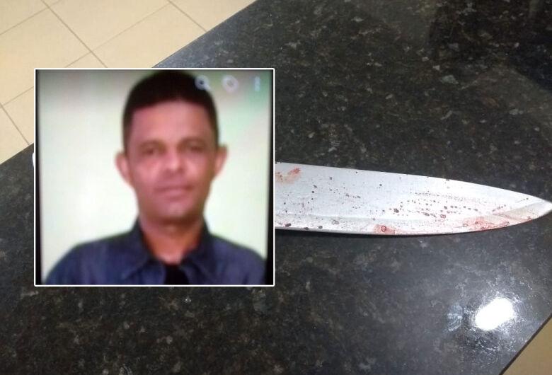Morre mulher esfaqueada pelo ex-marido; polícia procura acusado