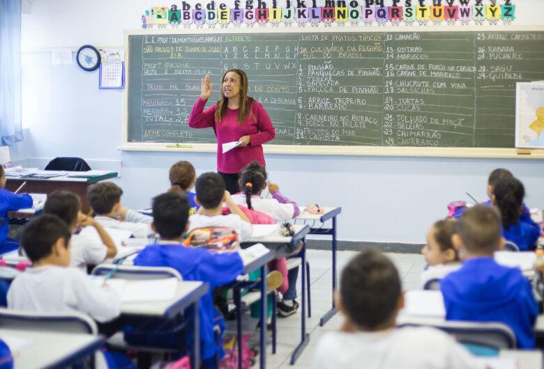 Alunos da rede estadual terão 15 minutos a mais de aula por dia