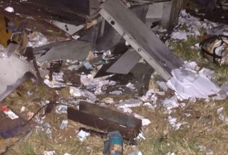 Quadrilha explode carro-forte em rodovia da região