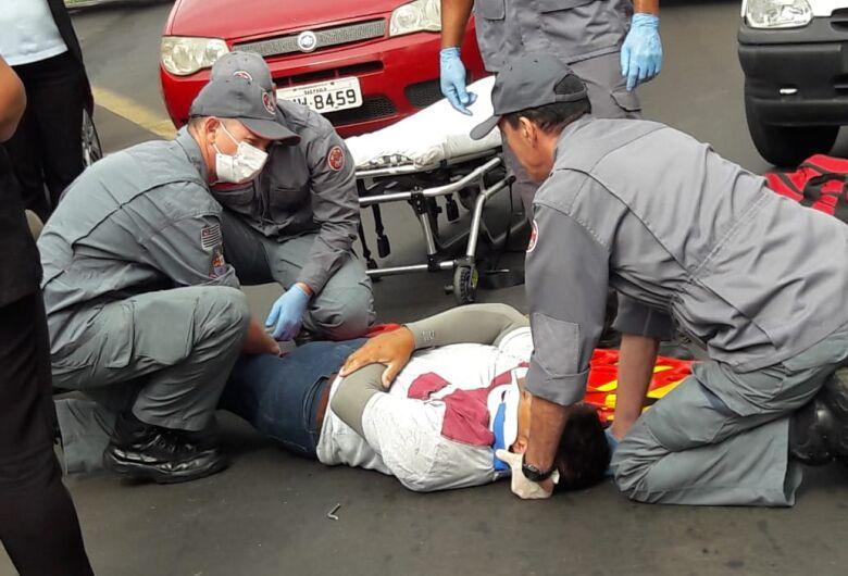 Colisão no centro deixa motoboy ferido