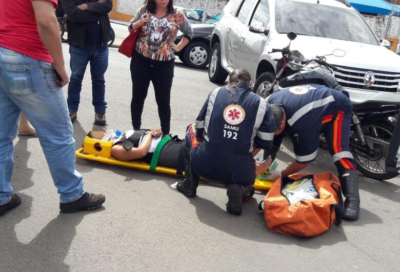 Motociclista fica ferida após colisão no Boa Vista