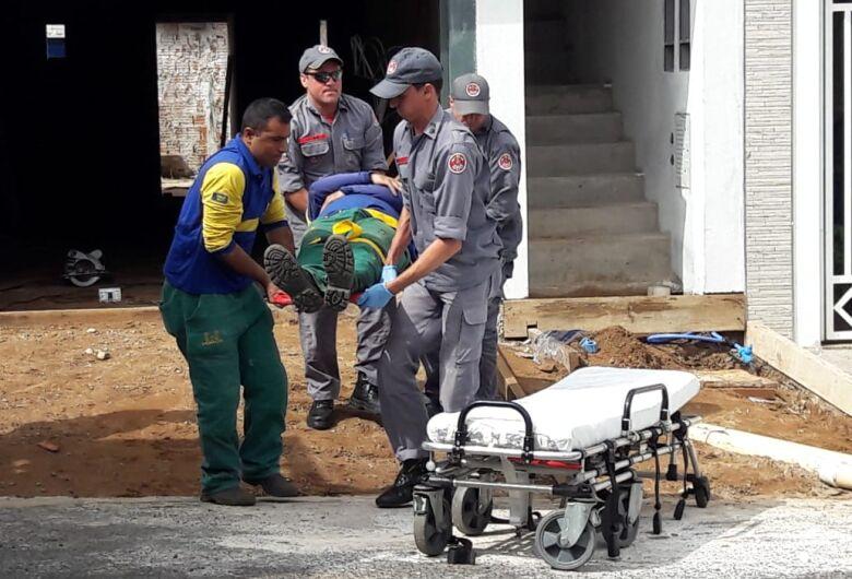 Motorista sofre queda durante trabalho no Santa Felícia