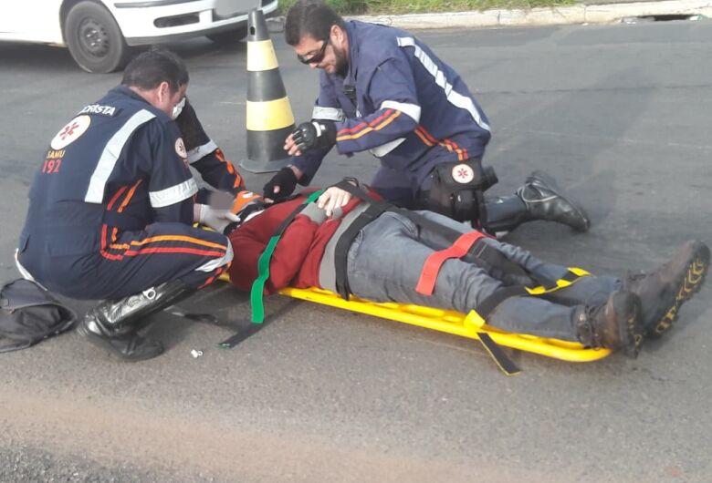 Manobra brusca causa acidente no Santa Felícia; motociclista fica ferido