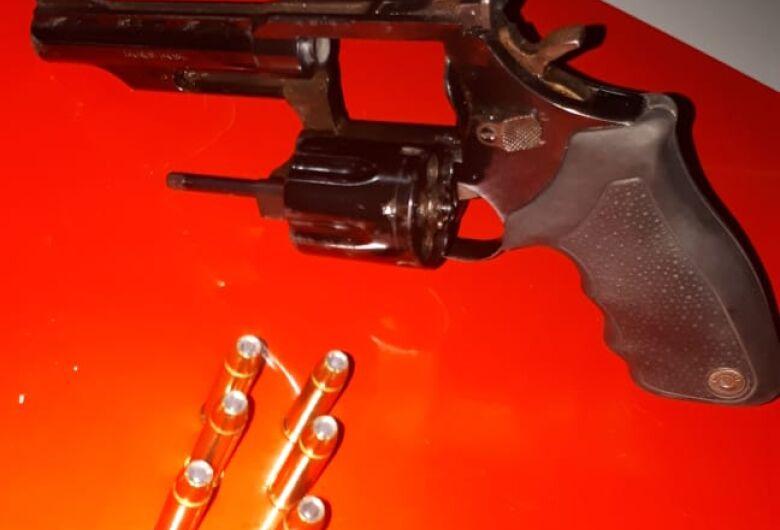 Empresário é detido com arma de fogo em caminhonete