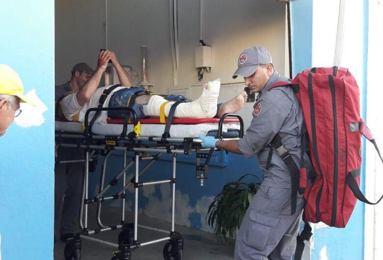 Homem sofre fraturas após cair de escada dentro de igreja na Vila Prado