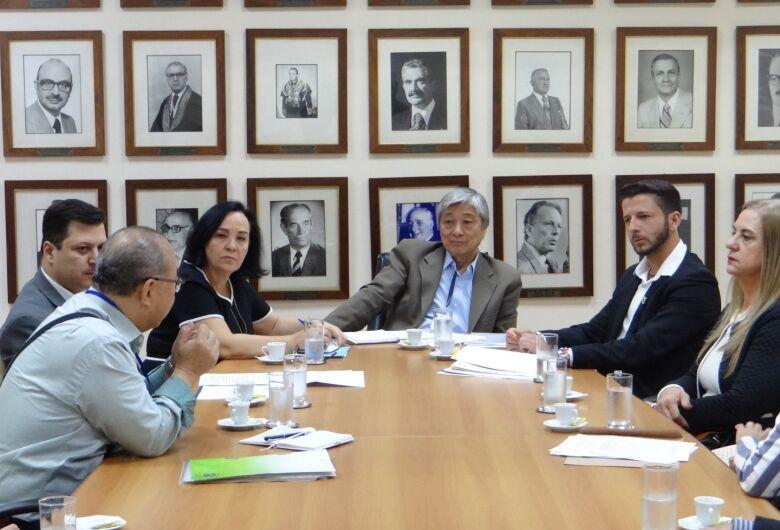 Falta de leitos na UTI é assunto em reunião com o Governo do Estado