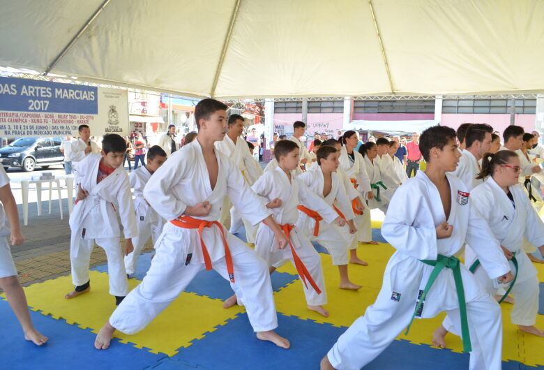 Sábado tem apresentação de MMA, Kung Fue Muay Thai na Praça do Mercado