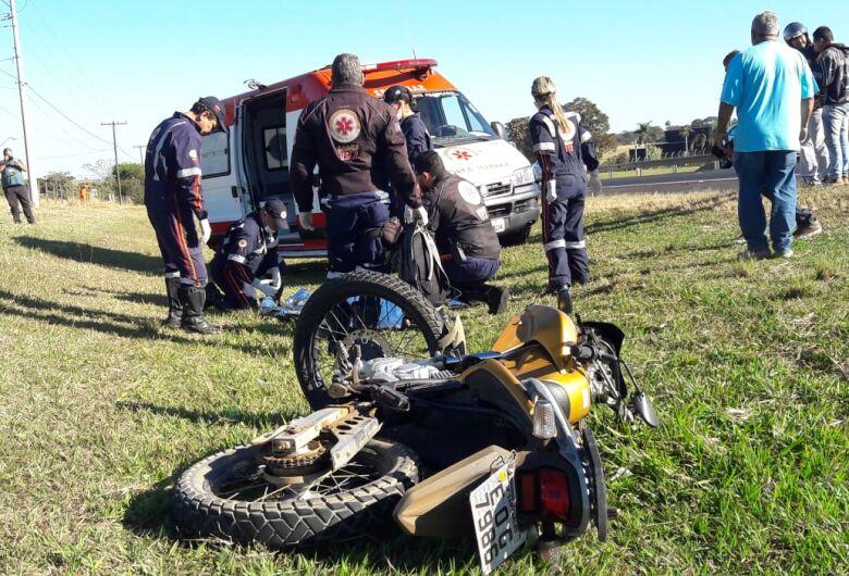 Motociclista morre após colidir na traseira de caminhão na Washington Luis