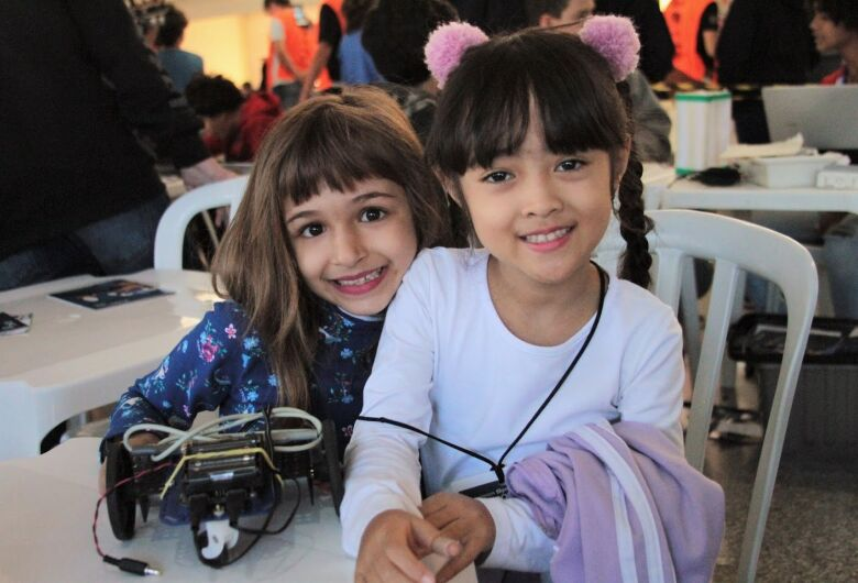 Como a robótica desperta o encanto pelo conhecimento em crianças de São Carlos