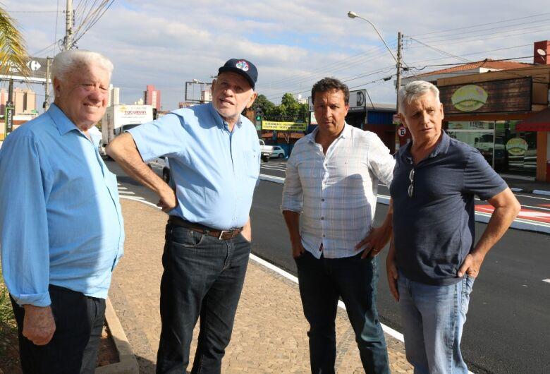 Airton Garcia confere mudanças realizadas no trânsito da avenida São Carlos