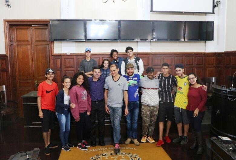 Alunos da Escola Estadual Professor Orlando Perez visitaram a Câmara
