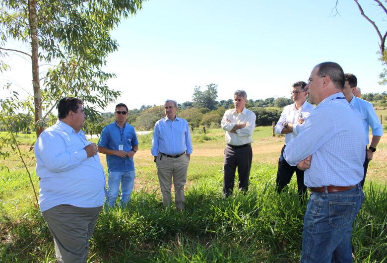 Presidentes da OCB e Agrishow discutem parceria com Embrapa em São Carlos