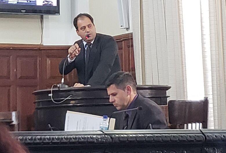 Vereador Sérgio Rocha quebra tornozelo e reclama de atendimento da Santa Casa