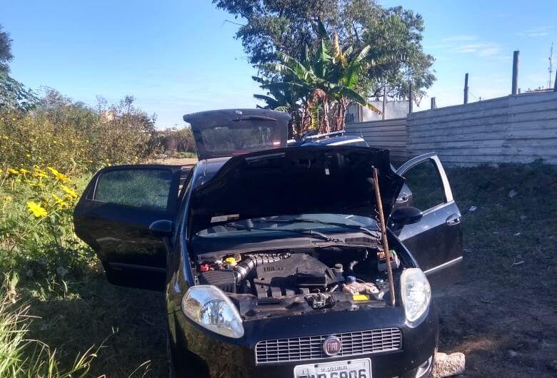 GM encontra veículo sendo depenado em mata atrás do SESI