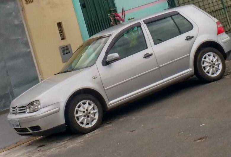 Proprietário pede ajuda para encontrar carro furtado