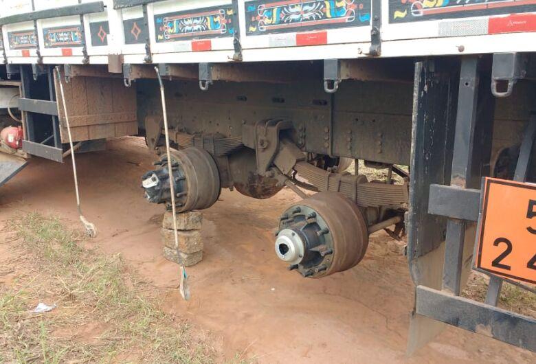 Ladrões roubam carga e caminhoneiro passa por momentos de terror