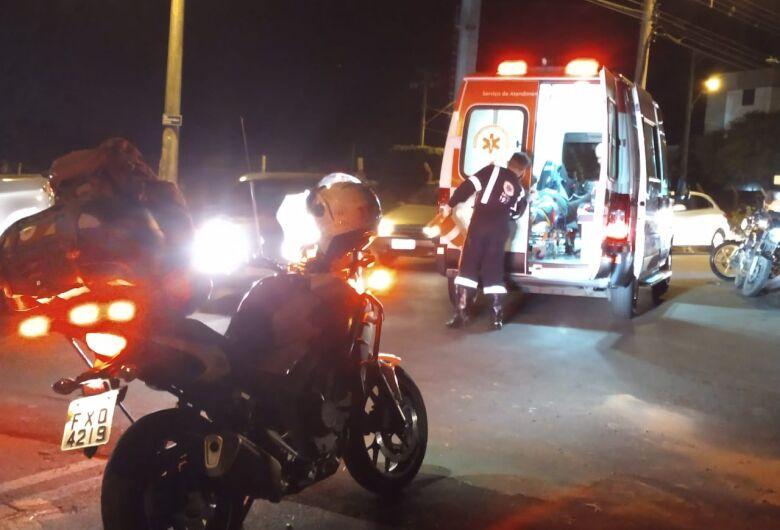 Colisão entre moto e picape deixa uma pessoa ferida no Jockey Clube