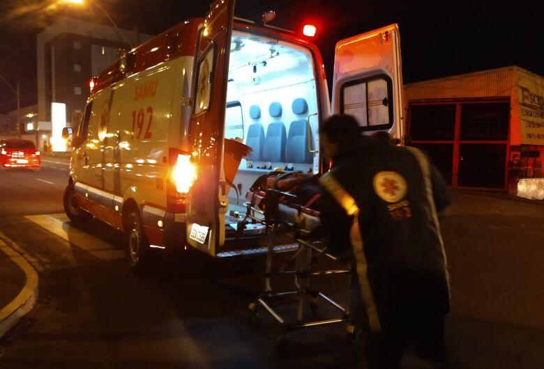 Idoso sofre ferimentos após ser atropelado em cruzamento