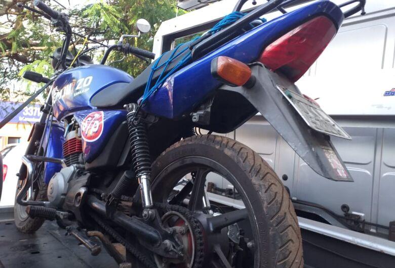 Moto roubada no Jardim Pacaembu é encontrada em mata