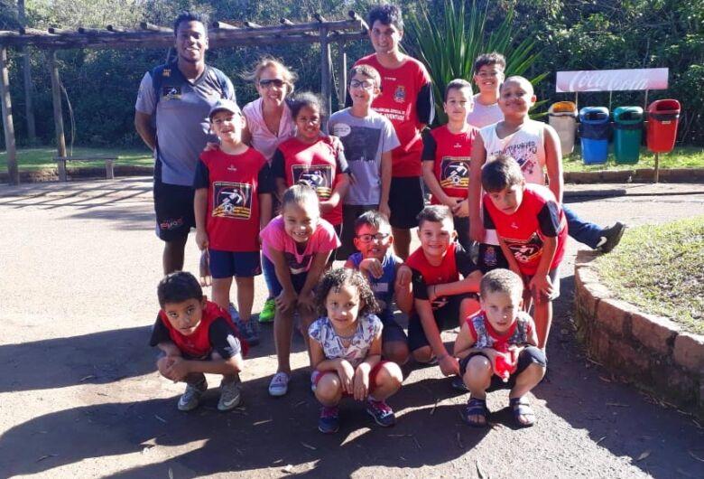 Crianças do Centro da Juventude visitam o Parque Ecológico