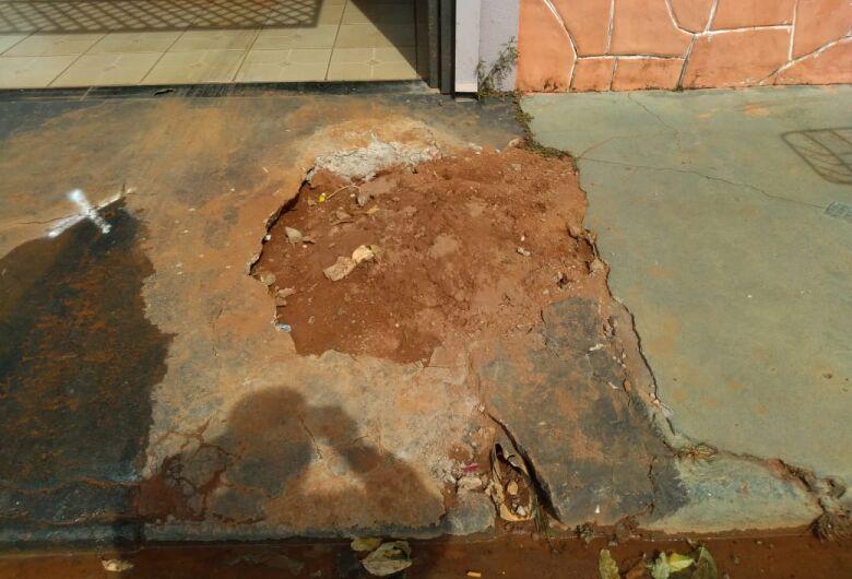 Vazamento de água deixa morador irritado no Fagá