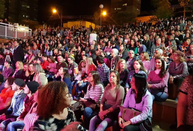 Circuito Arena: público lota Teatro de Arena para assistir show da Banda Vinil 78