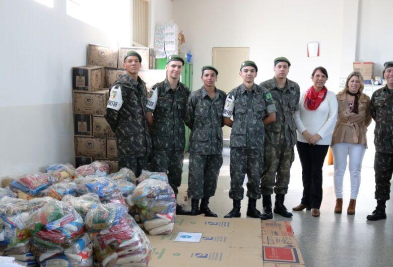 Tiro de Guerra repassa cestas básicas ao Fundo Social