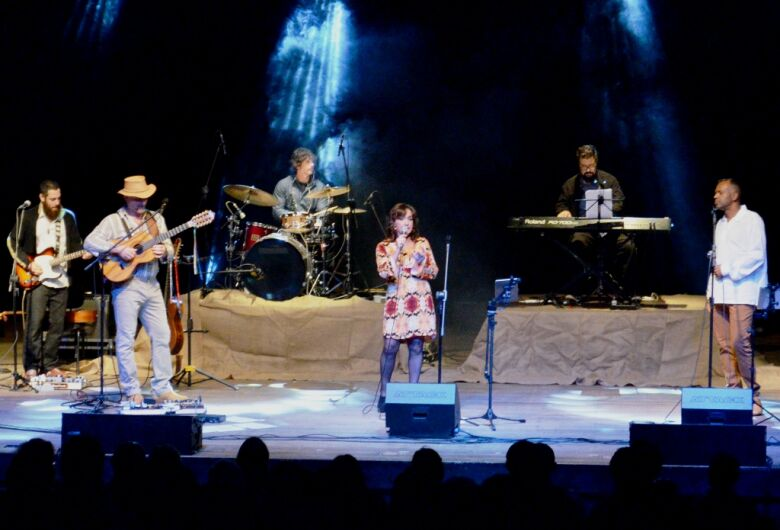 """Show """"Misturando Estações"""" acontece dia 1º de agosto no Teatro Municipal"""