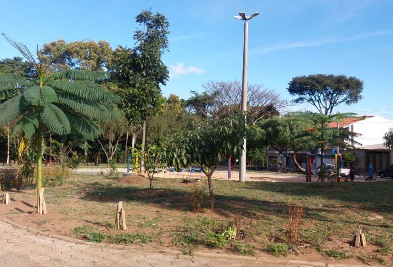 Prefeitura realiza reforma integral de praças e jardins