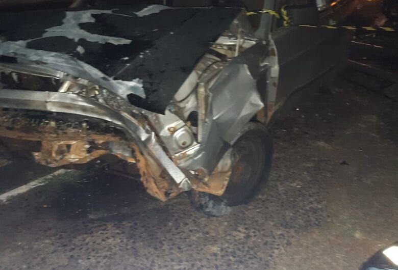 Mulher morre em colisão entre carro e moto em Américo Brasiliense