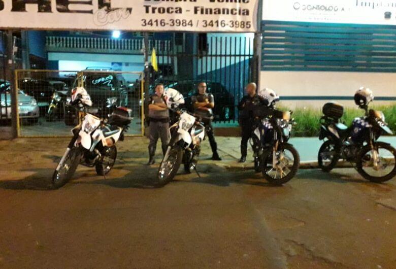 Guarda Municipal, Polícia Militar e agentes de trânsito realizam operação na Rua Larga