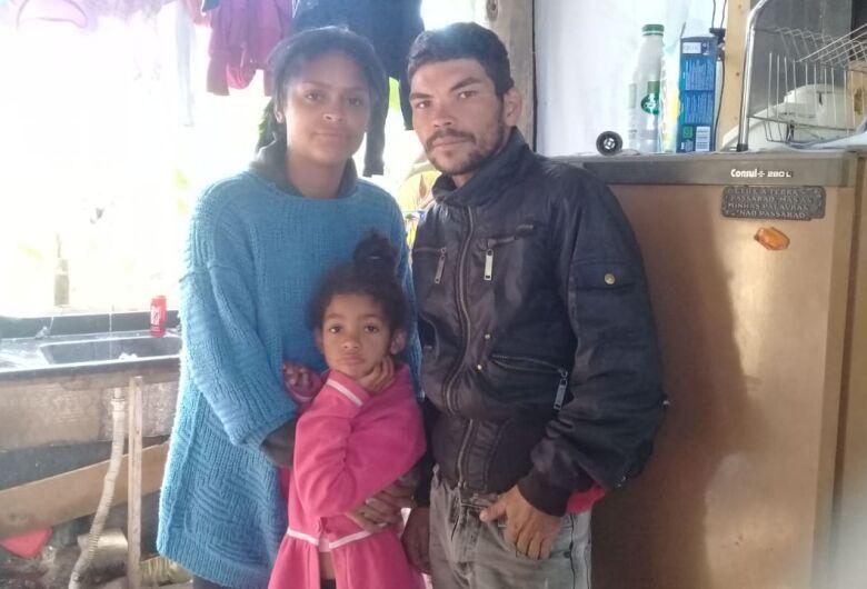 Família de recicladores passa fome e frio; sem condições, pedem ajuda em corrente do bem