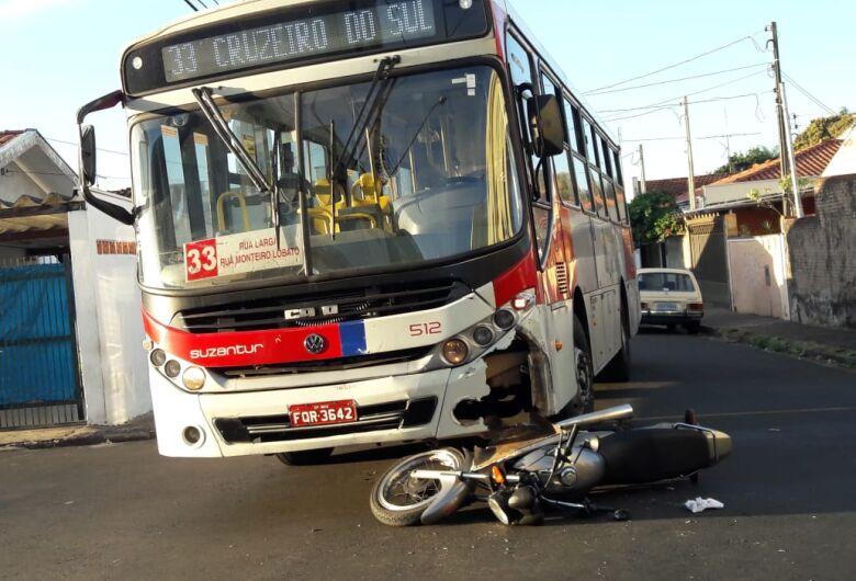 Motociclista não respeita sinalização e provoca acidente na Vila Jacobucci