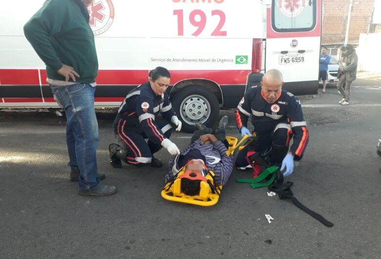 Motociclista avança pare e bate em caminhão no Cidade Aracy