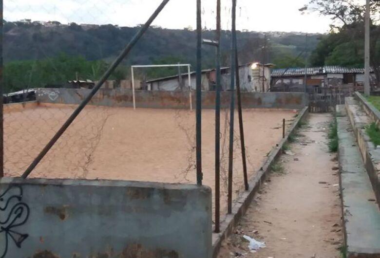 Praça abandonada é sinônimo de preocupação no Antenor Garcia