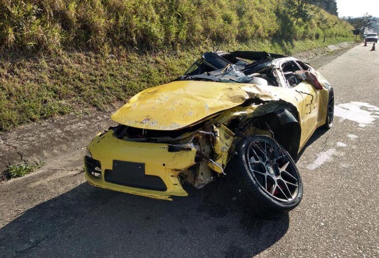 Mulher morre após Porsche atropelar vaca em rodovia no interior de SP