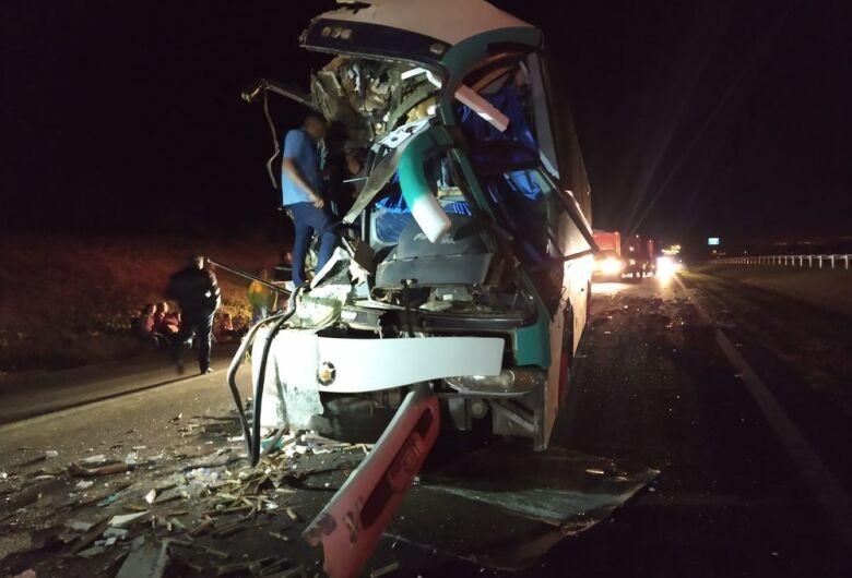 Ônibus de sacoleiros se envolve em grave acidente em rodovia da região