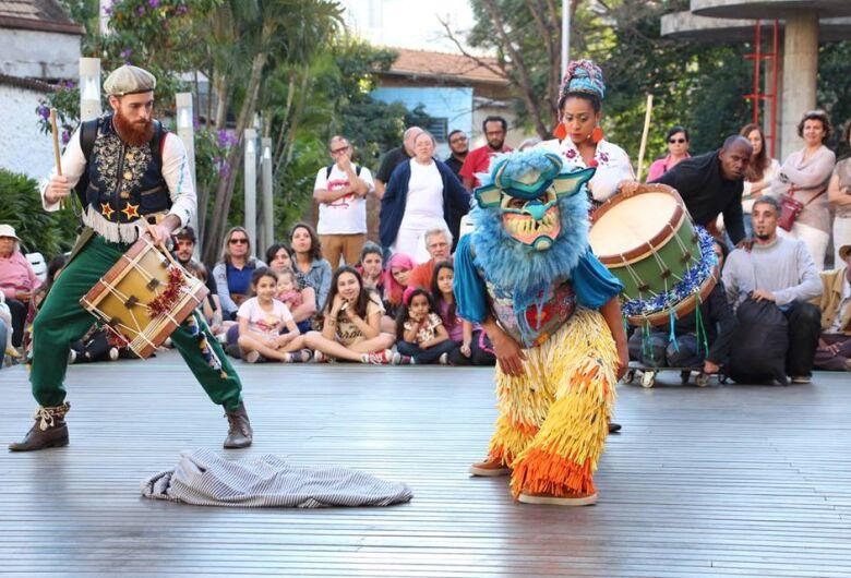 Espetáculo inspirado na Folia de Reis é atração no Sesc São Carlos