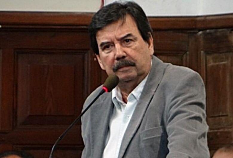 Justiça determina bloqueio de bens do ex-prefeito Melo e ex-secretários