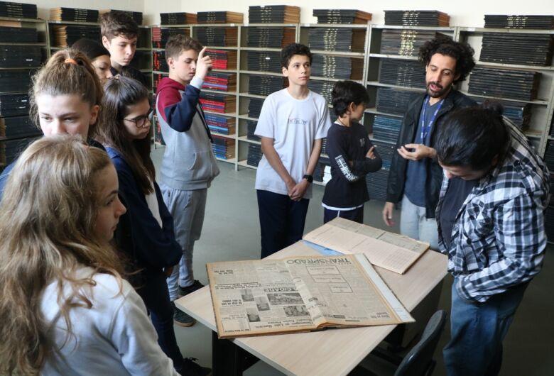 Câmara Municipal recebe alunos da escola bilíngue