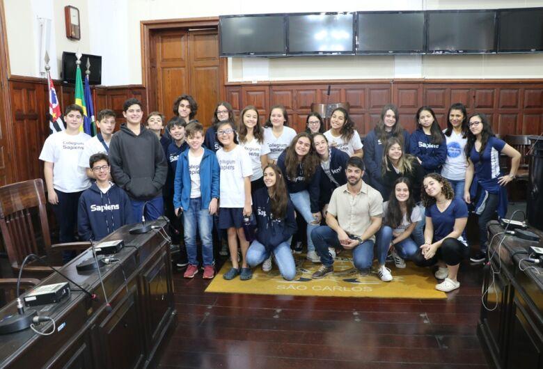 Alunos do ensino fundamental participam do projeto Visite a Câmara