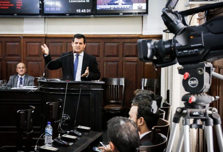 Roselei cobra e Prefeitura nomeia comissões para acompanhar concursos públicos