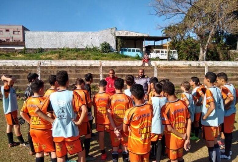 Atletas do Multi Esporte/La Salle recebem visita do técnico sub20 do São Carlos