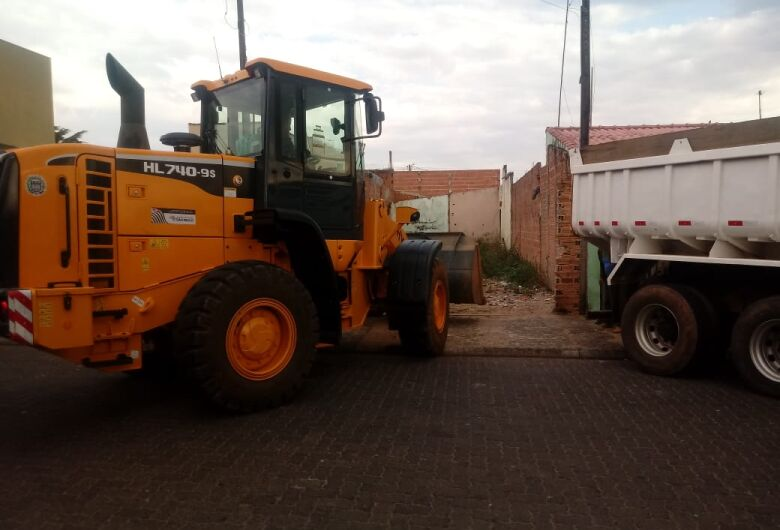Polícia Militar, Guarda Municipal e Prefeitura de Ibaté limpam terreno usado por pessoas suspeitas