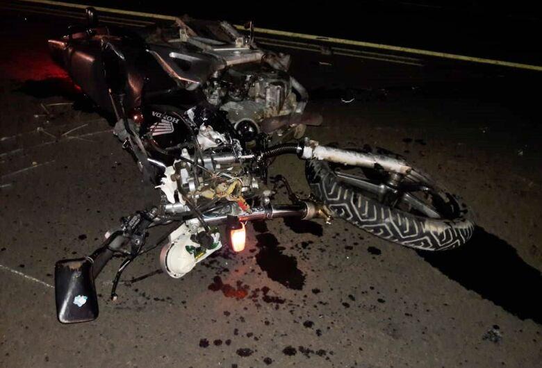 Motociclista fica gravemente ferido após colisão frontal na rodovia Domingos Inocentinni