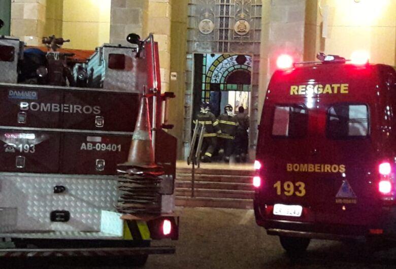 Curto circuito causa princípio de incêndio na catedral
